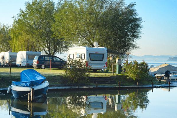Camping ned til søen