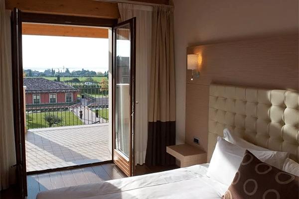 Simpelt hotelværelse