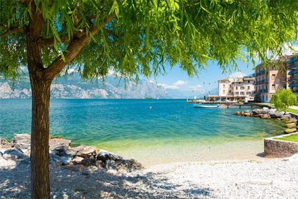 Strand ved Gardasøen